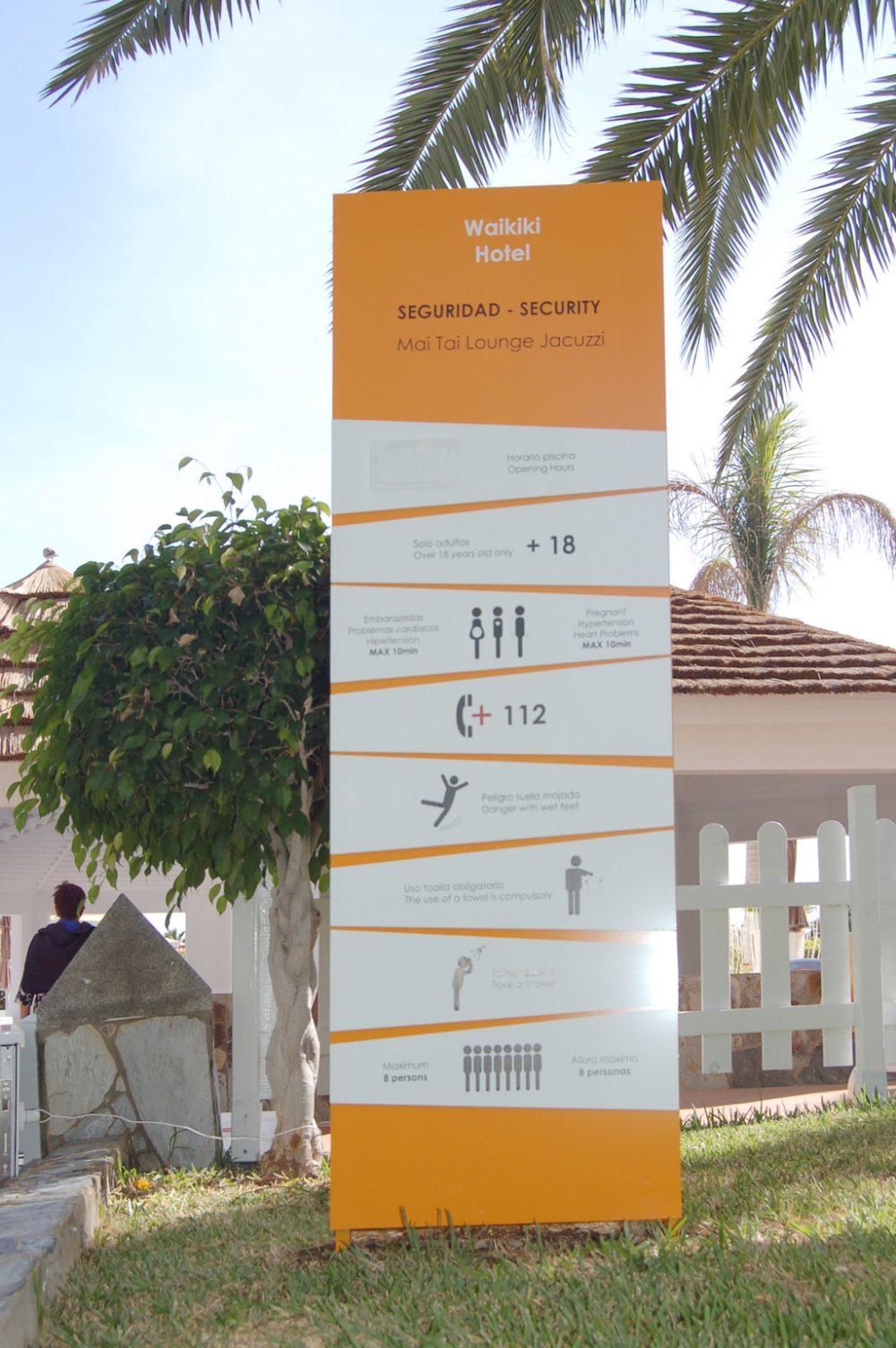 Señalética direccional e informativa, Waikiki Gran Canaria
