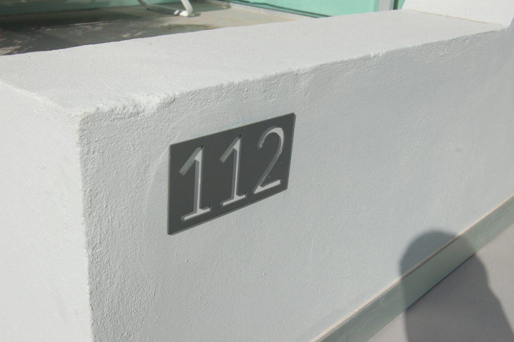 Señaletica informativa en acero, Hotel Santa Mónica, Gran Canaria
