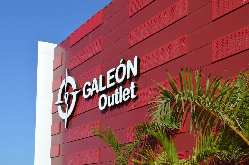 Rótulo corpóreo de fachada, C.C. Galeón, Tenerife.