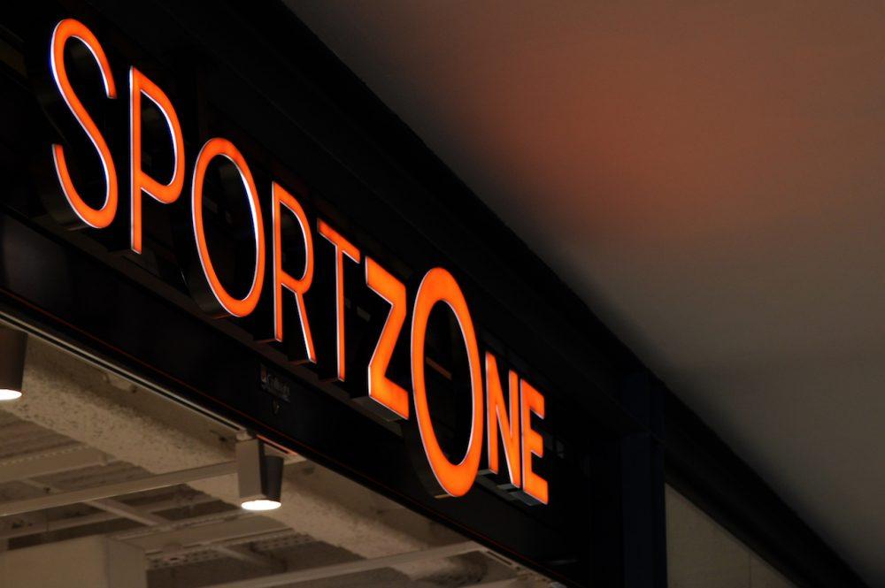Rótulo corporeo con iluminación led, SportZone Tenerife.