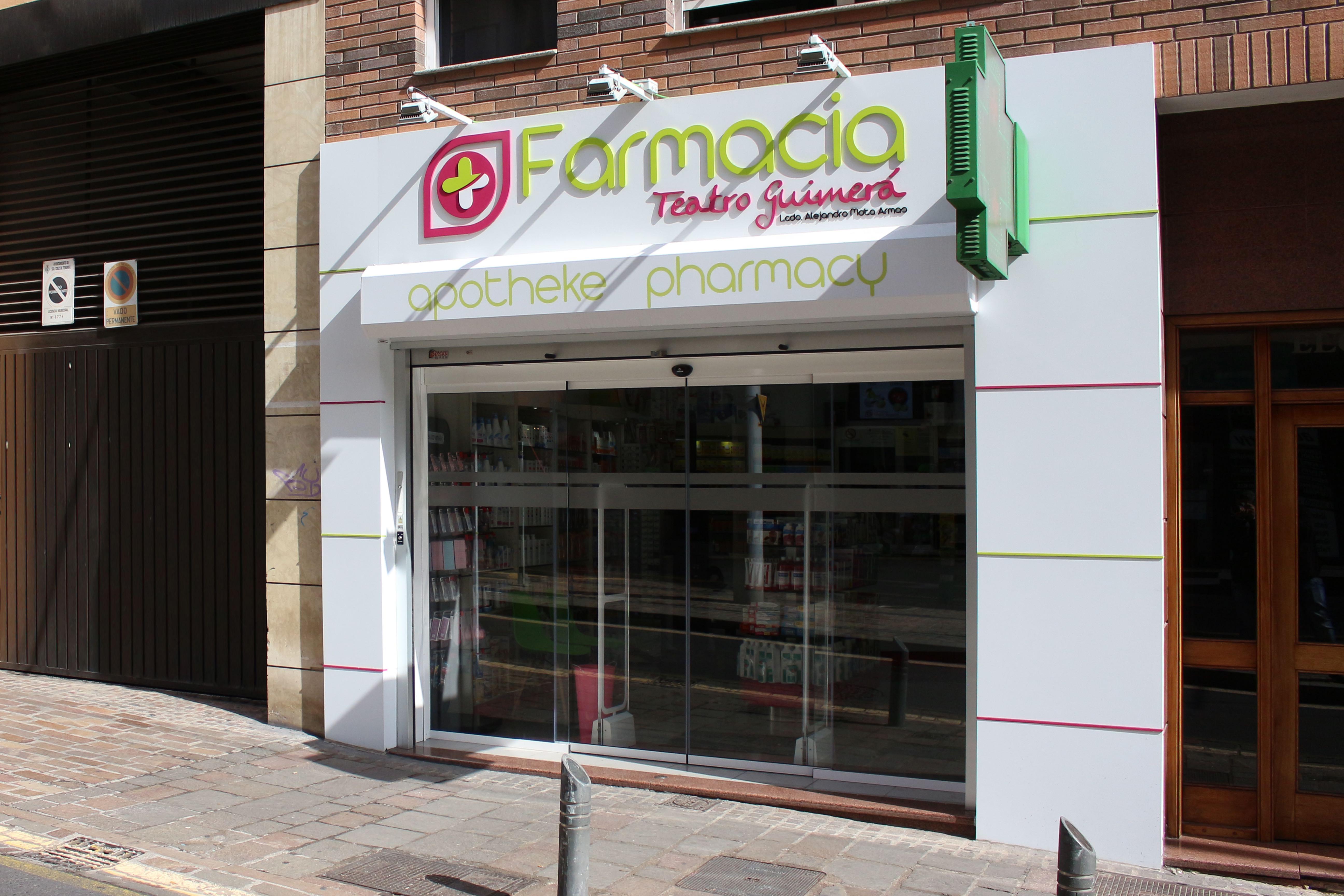Renovación de fachada, textos corpóreos y composite, Farmacia Guimerá, Tenerife