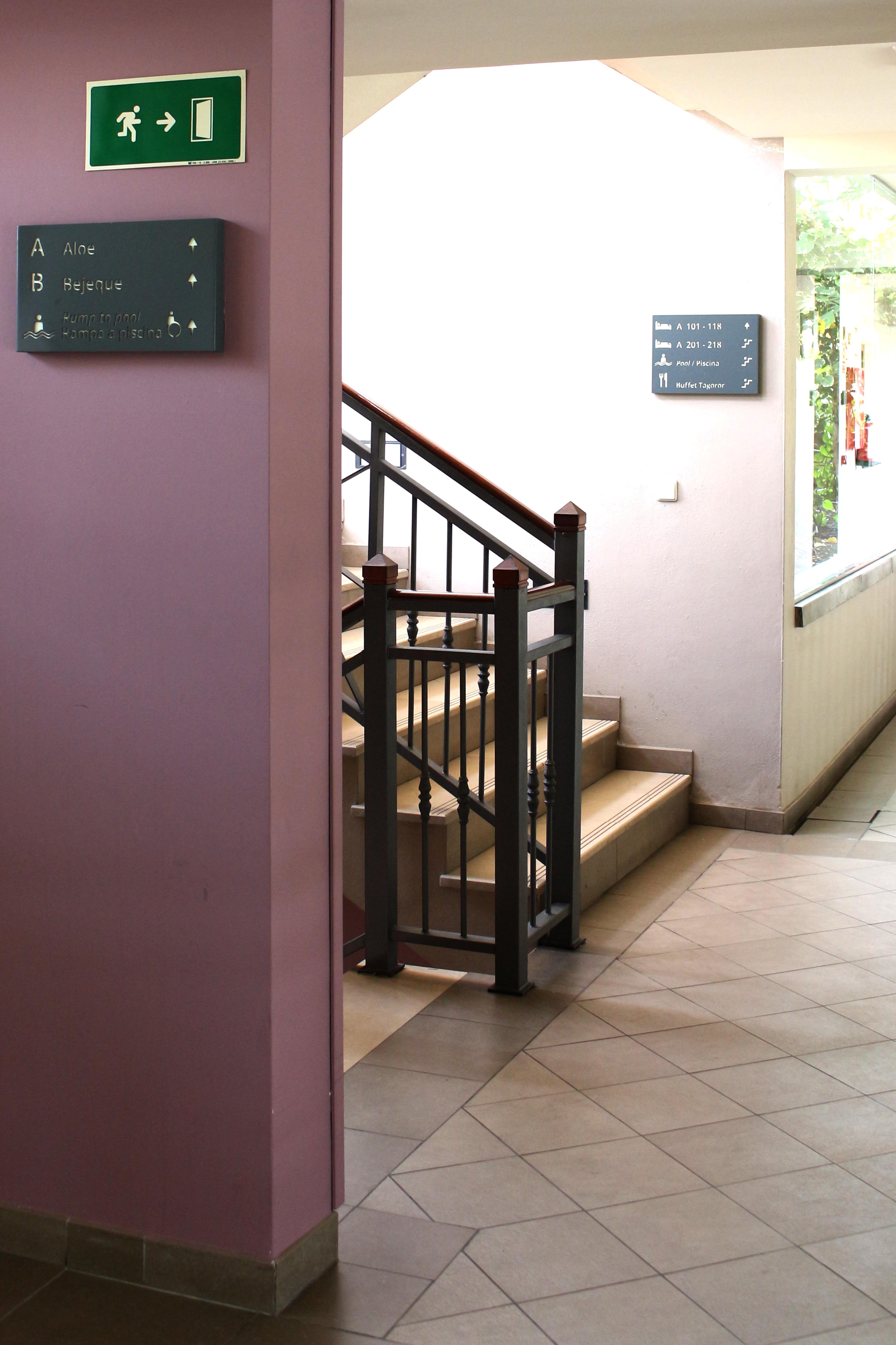 Señalización hotelera en chapa de hierro hueco-grabada, Marylanza, Los Cristianos.