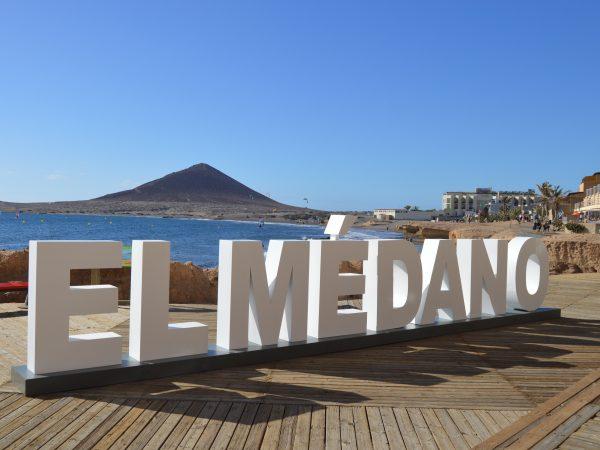 Fabricación y montaje de letras corpóreas para el Médano • Publexcan