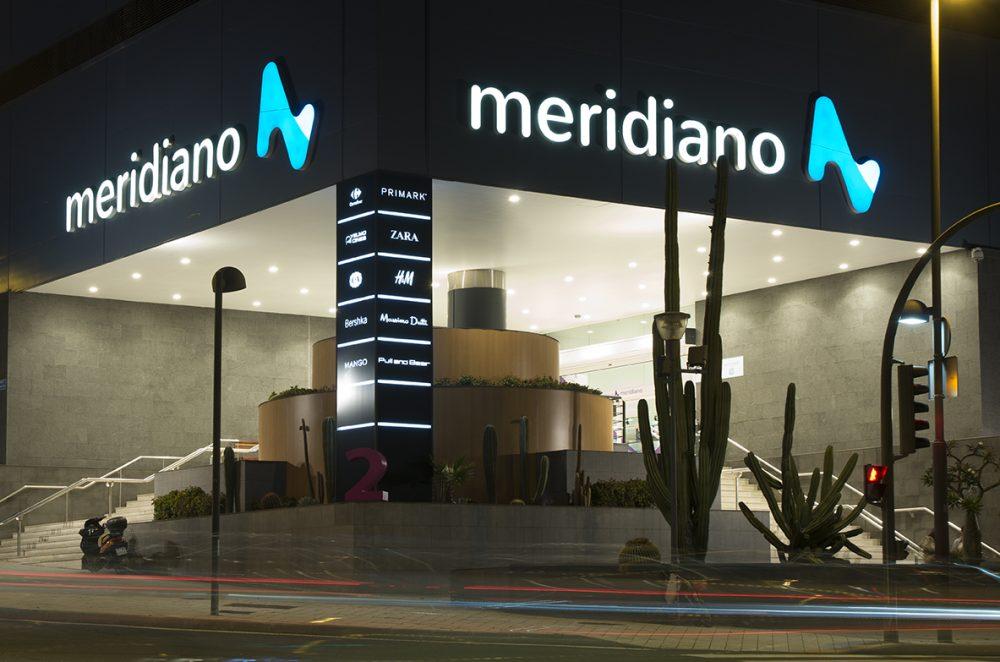 Rótulo corpóreo de fachada, C C Meridiano Tenerife