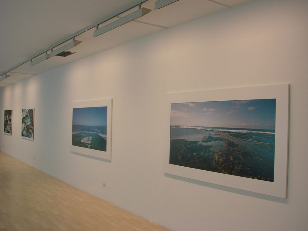 Museografía Bienal, impresión en alta calidad y modulos expositivos