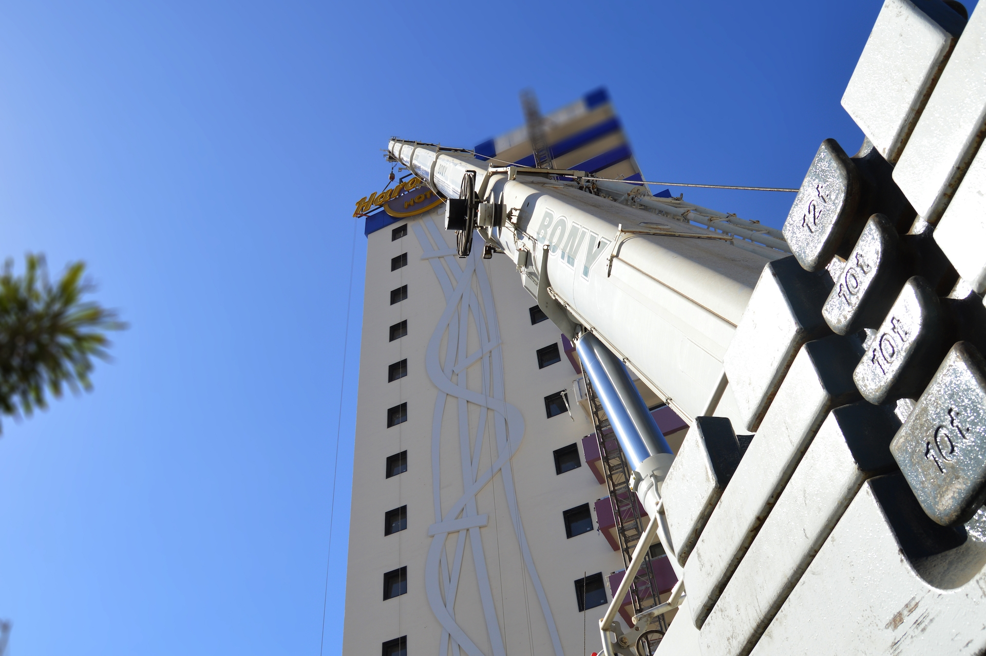 Lógistca e instalacion de luminosos corpóreos, Hard Rock Hotel Tenerife