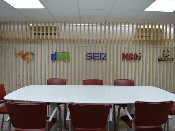Decoración corporativa de estudio de Cadena Ser Tenerife • Publexcan
