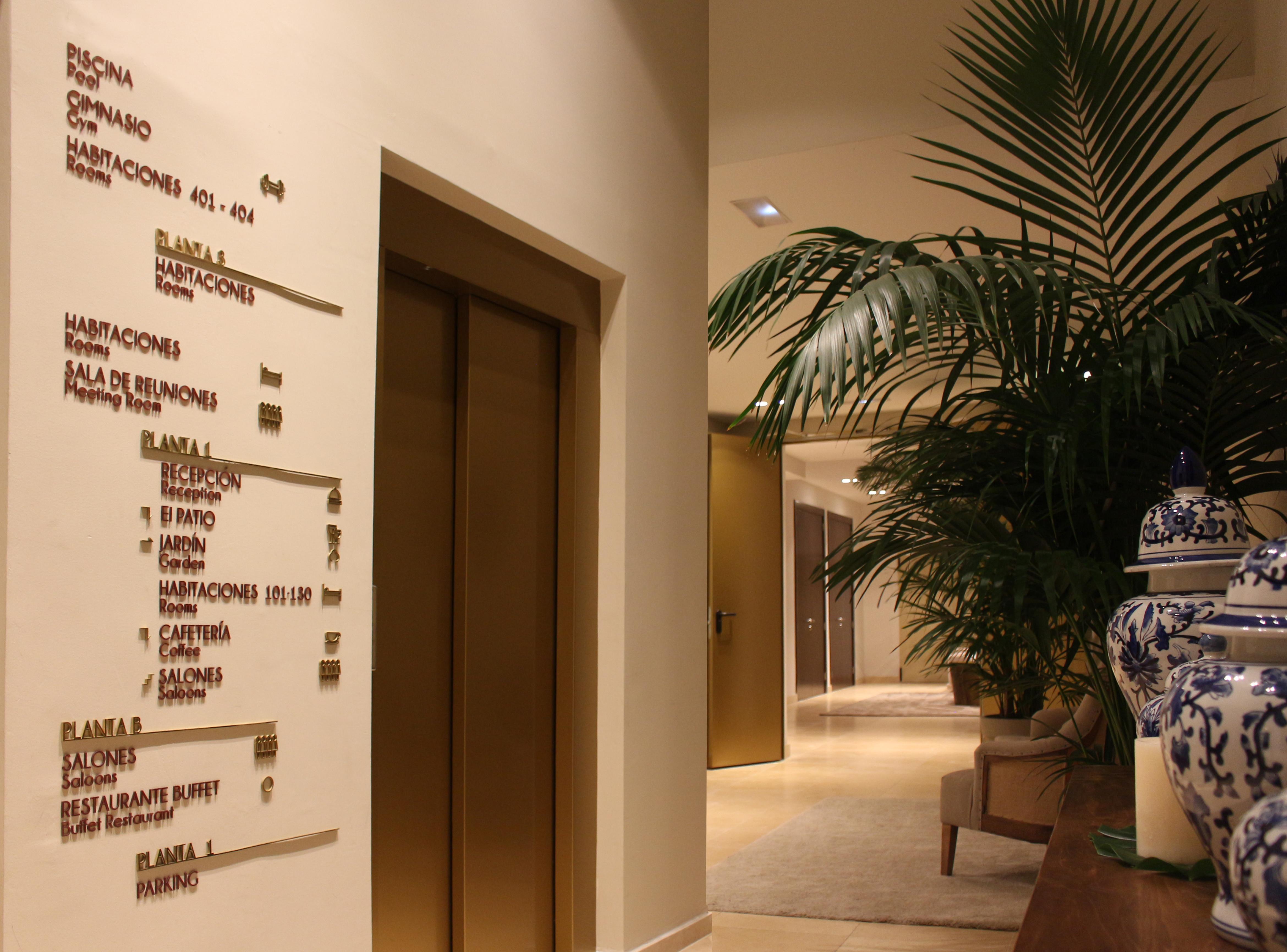 Señalización integral y decoración de La Laguna Gran Hotel.